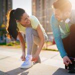 reprise-sport-sportifs-attachent-leurs-lacets